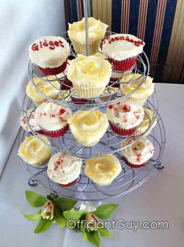 officiants for weddings, wedding cupcakes