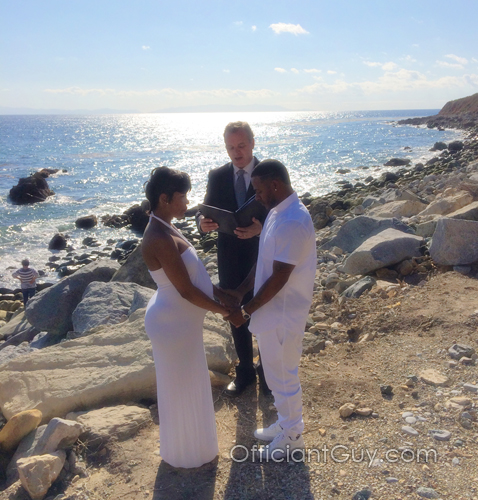 los angeles wedding officiant speaking the wedding vows of a couple getting married in palos verdes california